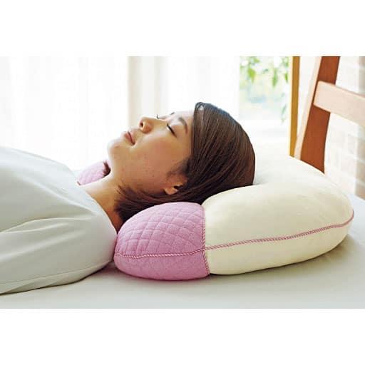 首にやさしさ枕の写真
