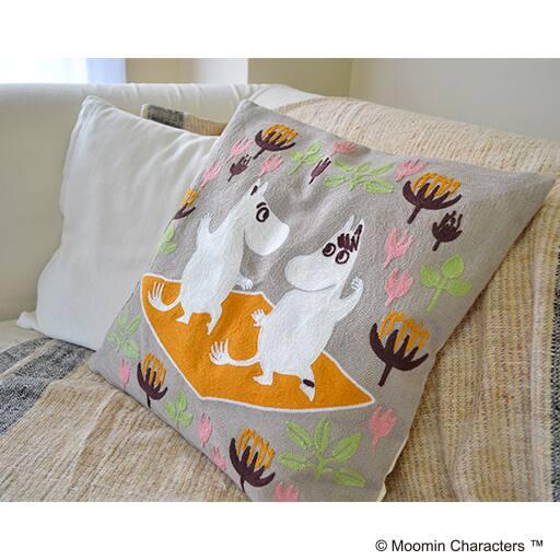 チェーンステッチ刺繍のムーミンクッションカバーの写真