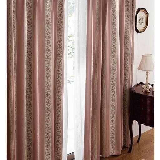 遮熱保温1級遮光裏地付きジャカード織カーテンの写真