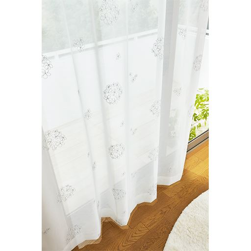 透け感のある花柄シルバー刺繍ボイルカーテン