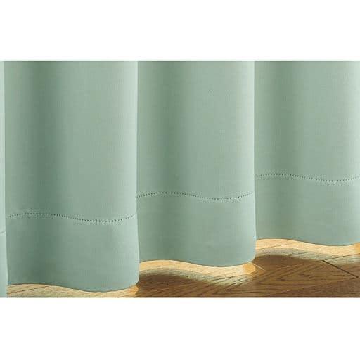 窓を包む白度の高いマシュマロタッチの1級遮光カーテン – セシール