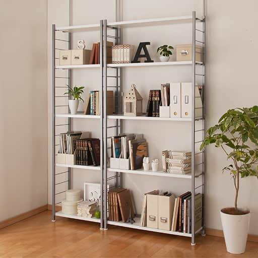 奥行選べる木製棚突っ張りスチール書棚の写真