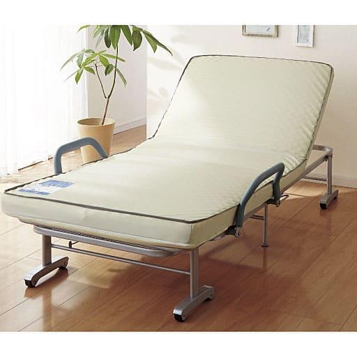 シームレスマットで快適な折りたたみベッドの写真