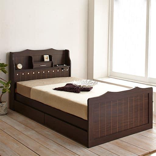 アクセントライトが付いたカントリー調ベッドの商品画像