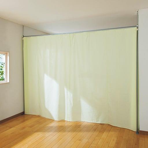 部屋を仕切れる突っ張りカーテン(間仕切り) – セシール