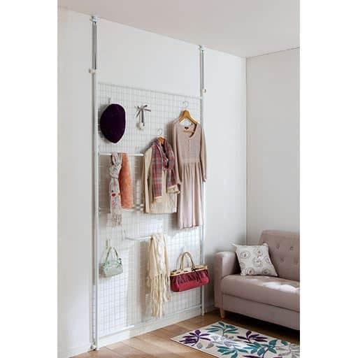 衣類を魅せる突っ張りパーテーションの商品画像