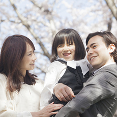 入園式の母親の服装、ファッション。子供の一人立ちの日を、晴れやかに笑顔で迎えよう