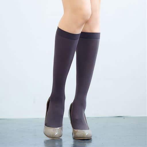マットな質感が魅力のハイソックス同色2足組・80デニール(静電気防止加工)