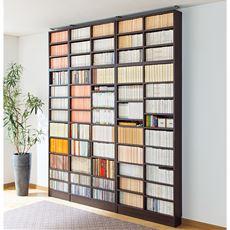 高さ違いの本がすっきり収まる壁面本棚(オープン)