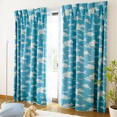爽やか青空模様の遮光プリントカーテン