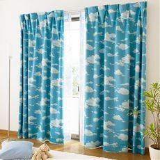 〔形状記憶付き〕爽やか青空模様の遮光プリントカーテン