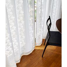 やや透け感のあるミラーレースカーテン(花柄)