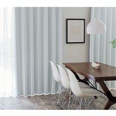 窓を包む白度の高いマシュマロタッチの1級遮光カーテン