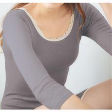 脇に縫い目がない綿混8分袖(温度変化に反応する素材を使用)