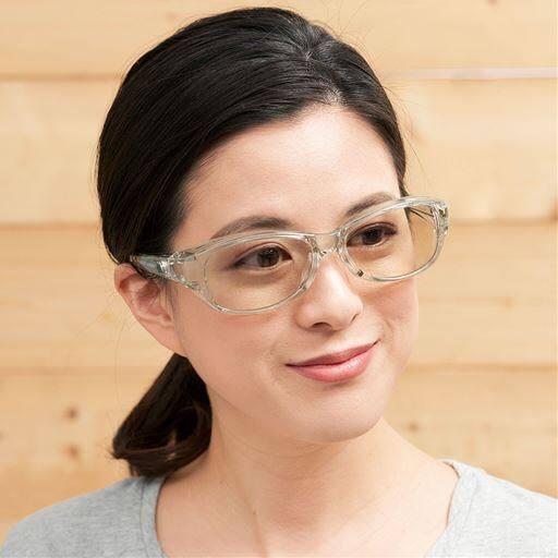 薄色レンズのマスクサングラス