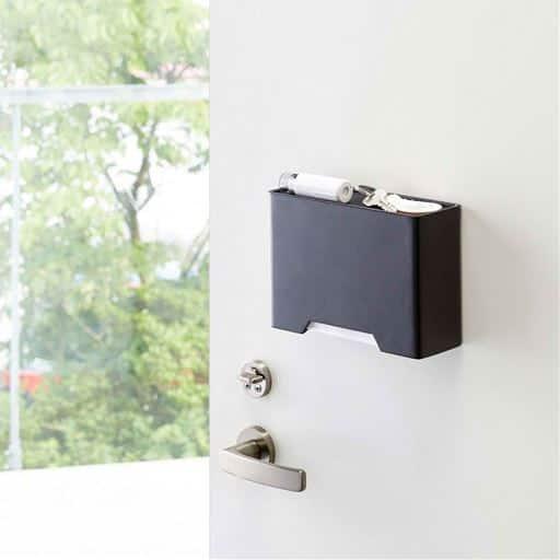 マグネットマスクホルダー/玄関扉に設置できる