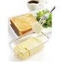 バターをぎゅっと一押しでカット。