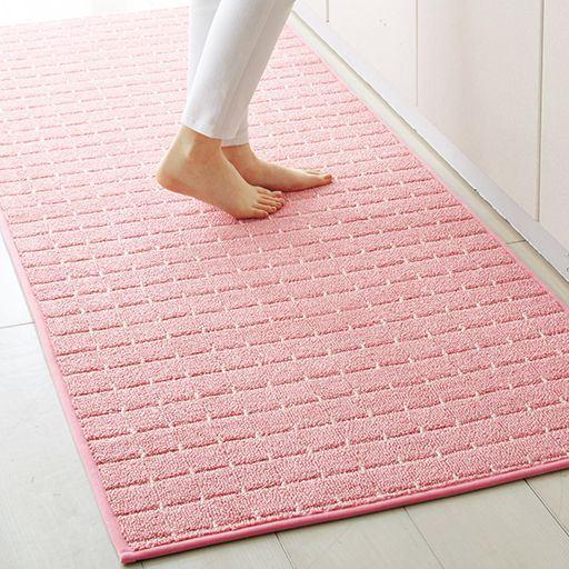 ソフトピンク(横180×縦70cm) ぎっしりと密度の高いループパイルで、踏み心地も気持ちいい。
