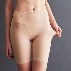 お尻をすっぽり包み込むスマートメイク裾ヘムパンツ(4分丈)