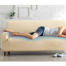 ひんやり冷たくてさらっとした肌ざわり 伸びてソファの形にぴったりフィットするソファカバー