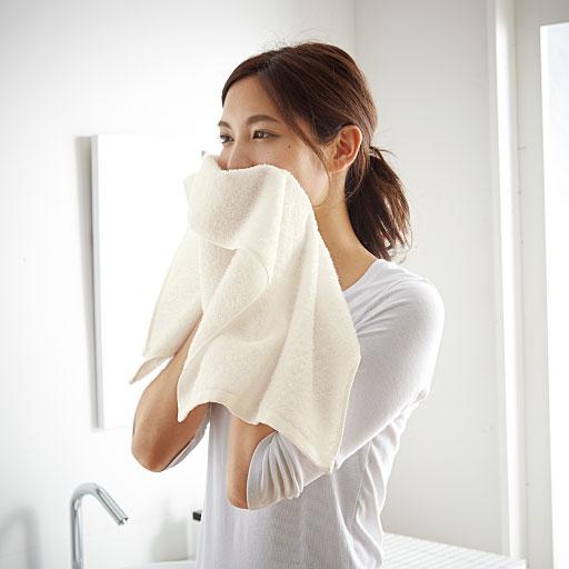 柔らかい拭き心地で、洗顔後にもおすすめ。