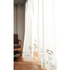 窓際の印象がアップする刺繍レースカーテン