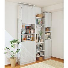 低い天井や梁(はり)下からも突っ張れるオープンブックラック。扉タイプはすっきりと収納。オープンタイプは圧迫感のないデザインが人気の秘密。幅木よけ(1×6.5cm)加工を施してあるので、壁に沿って設置できます。別売り連結棚で壁一面に収納スペースが生まれます。