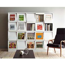 昔懐かしいレコードをインテリアに。お気に入りの雑誌などをアート感覚でディスプレイできるフラップ扉の書棚。最近、再び人気が高まっているアナログレコードも収納できるため、おしゃれでレトロな雰囲気も楽しめます。もちろん書籍やDVD・CDも収納できます!