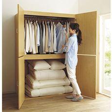 人気の押入れ代わりになる大型収納庫です。ご自宅の収納場所が足りないとお悩みの方におすすめ。寝具や季節家電、スーツケースなどの収納場所に。取り外し可能なハンガーバー付きでクローゼットハンガーとしても使えます。