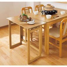 【完成品】サイドテーブルや作業台に。サッと広げて手軽に使えます。高さは2種類(71cm/85cm)あるので目的に合わせてお選びいただけます。折りたためば厚さ約7cmとなるので、ちょっとした隙間に収納が可能。軽量(A:8kg/B:9kg)なので持ち運びもラクラク!