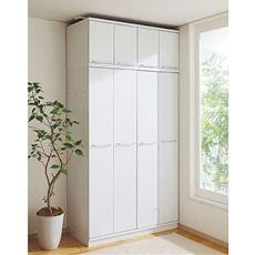扉が広く開口するので、お気に入りの一枚が見つけやすい。