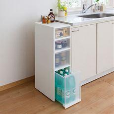 洗面台やシンク横で大活躍の隙間ストッカー。幅27cmのミドルサイズで、ちょっとした隙間を有効活用できます。タオルや衣類から洗剤のボトルまで、たっぷりの収納力も自慢!