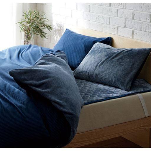 寒い冬の朝もあたたかく、ひやっとしない。吸湿発熱素材を使用した「スマートヒートR」シリーズの掛け布団カバーです。片面はフリース、片面は吸湿発熱スマートヒートを使用したフランネル毛布の生地を使用。やわらかな肌触りも魅力。シングル、ダブルの2サイズ展開です。