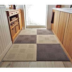 タイルカーペット感覚で組み合わせて敷けるキッチンマット。L字型・対面型・ペニンシュラ型キッチンにも対応できるので、オーダーいらずでご自宅のキッチンにピッタリ!