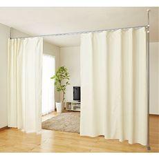 プチリフォーム感覚で必要なときにお部屋や子供部屋をカーテンでサッと間仕切り。市販のカーテンにも対応したカーテンレールを採用しているので、お部屋の模様替えにもおすすめの突っ張りパーテーションです。ソファと書棚をこのパーテーションで間仕切れば簡易の書斎に。