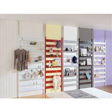収納したいけどタンスを置いたら部屋が狭くなる…。そんな悩みも突っ張りラダーラックなら解決できます。スペースがなくても天井と床があれば設置OK。付属のフックや棚板はお好みの位置に設置できます。5色のスタイルで選べるラダータイプの壁面収納シリーズ。
