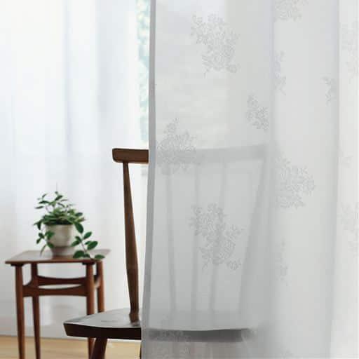 部屋が明るくなるレースカーテン。程よく透けるタイプのデザインレースカーテンです。