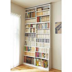 スリムな上段と頑丈な棚板が自慢。タワー型のつっぱり書棚。上下で奥行が異なるので、雑誌・絵本・コミック・マンガ・文庫等、家族の本が省スペースで収納できます。