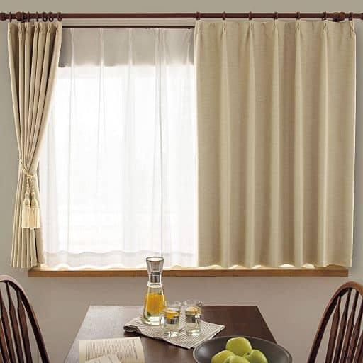 美しいドレープや装飾タッセルはもちろん、仕立てにもこだわった贅沢なカーテン。上品な光沢感のあるシャンタン生地を使い、ドレープ性をアップさせるプリーツ加工を施しました。裏地付きで遮熱・保温効果があります。また、洗濯機で洗えるのもうれしいポイント