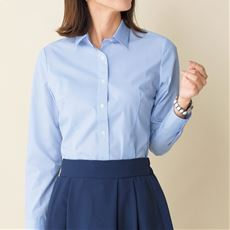 女性のビジネスカジュアル王道コーデ5:シャツ×スカート