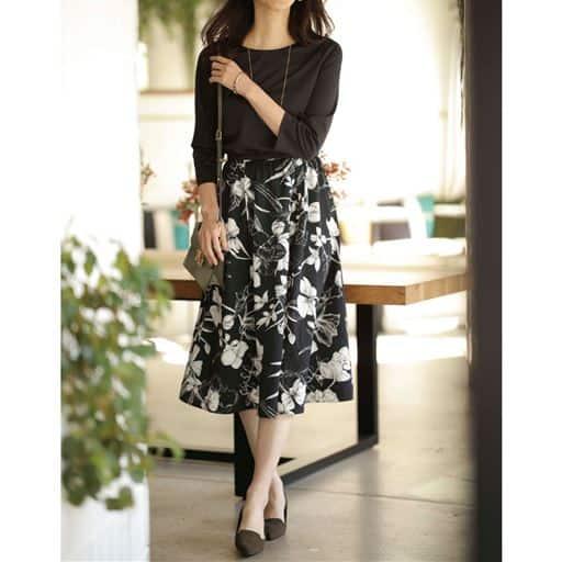 花柄スカートが春の気分を誘うワンピース。一見、セットアップのようですが、実はパッと着られるドッキング仕様です。