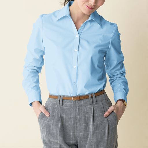 さらに使いやすく進化しました!!セシールの大定番、超ロングセラーの形態安定シャツ。台衿にボタンがなく、首まわりをすっきり&軽やかに演出するベルカラー(長袖)自宅で洗えてシワになりにくいから、ビジネスシャツ(レディース)として活躍大☆
