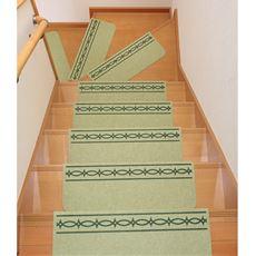 優しい足あたりで、階段の汚れやキズをガード。上り下りの足音も軽減できます。裏面はしっかり吸着加工でズレを防止。表面は、無地と、滑り止め加工の柄を施したタイプをご用意しました。