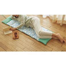 ロールクッション 丸めて枕、伸ばしてごろ寝、車の後部座席のクッションにも便利に使える