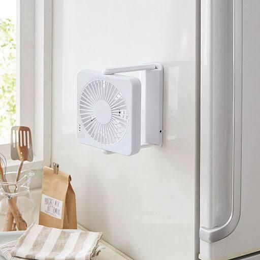 畳めば厚さわずか約3cm!3電源対応のマグネット式薄型扇風機です。キッチンや脱衣所や卓上デスク、アウトドアに携帯するなど、様々な場所でコンパクトに使えます。
