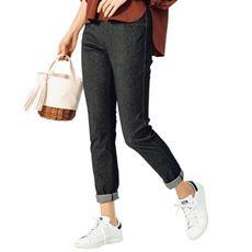 デニムのように見えてデニムじゃない、大人気のスマートニットジーンズ。美脚見えにとことんこだわりつつ、動きやすさも兼ね備えたスキニーパンツ。夏に嬉しいさらりとした肌触りが魅力です。
