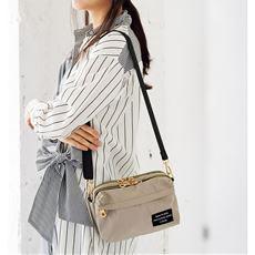 小ぶりの上質デザインでマルチに使えるコンパクトサイズのショルダーバッグです。