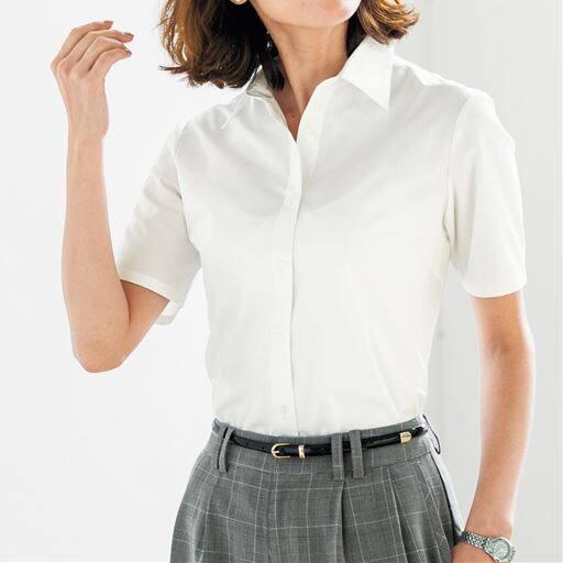 【働く女性を応援!!】セシールの大定番、超ロングセラーの形態安定シャツ。清涼感たっぷりの半袖レギュラーカラー。