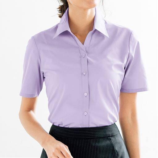 【働く女性を応援!!】セシールの大定番、超ロングセラーの形態安定シャツ。清涼感たっぷりの半袖ベルカラー。