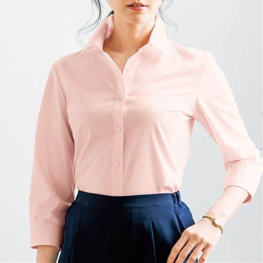 セシールの大定番、超ロングセラーの形態安定シャツ。季節や流行を問わず長く着られるレギュラーカラー(7分袖)